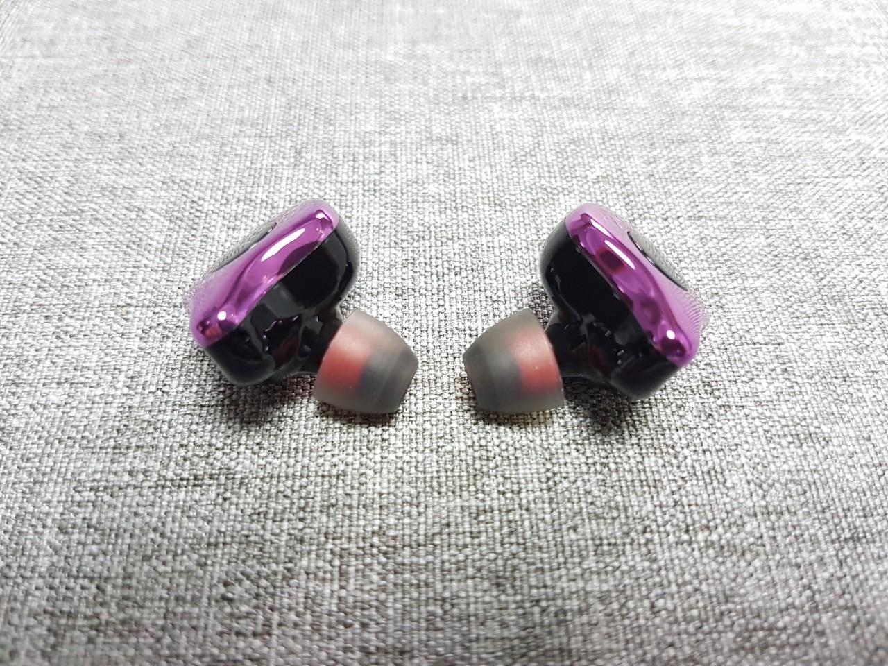 Sabbat E12入耳式設計
