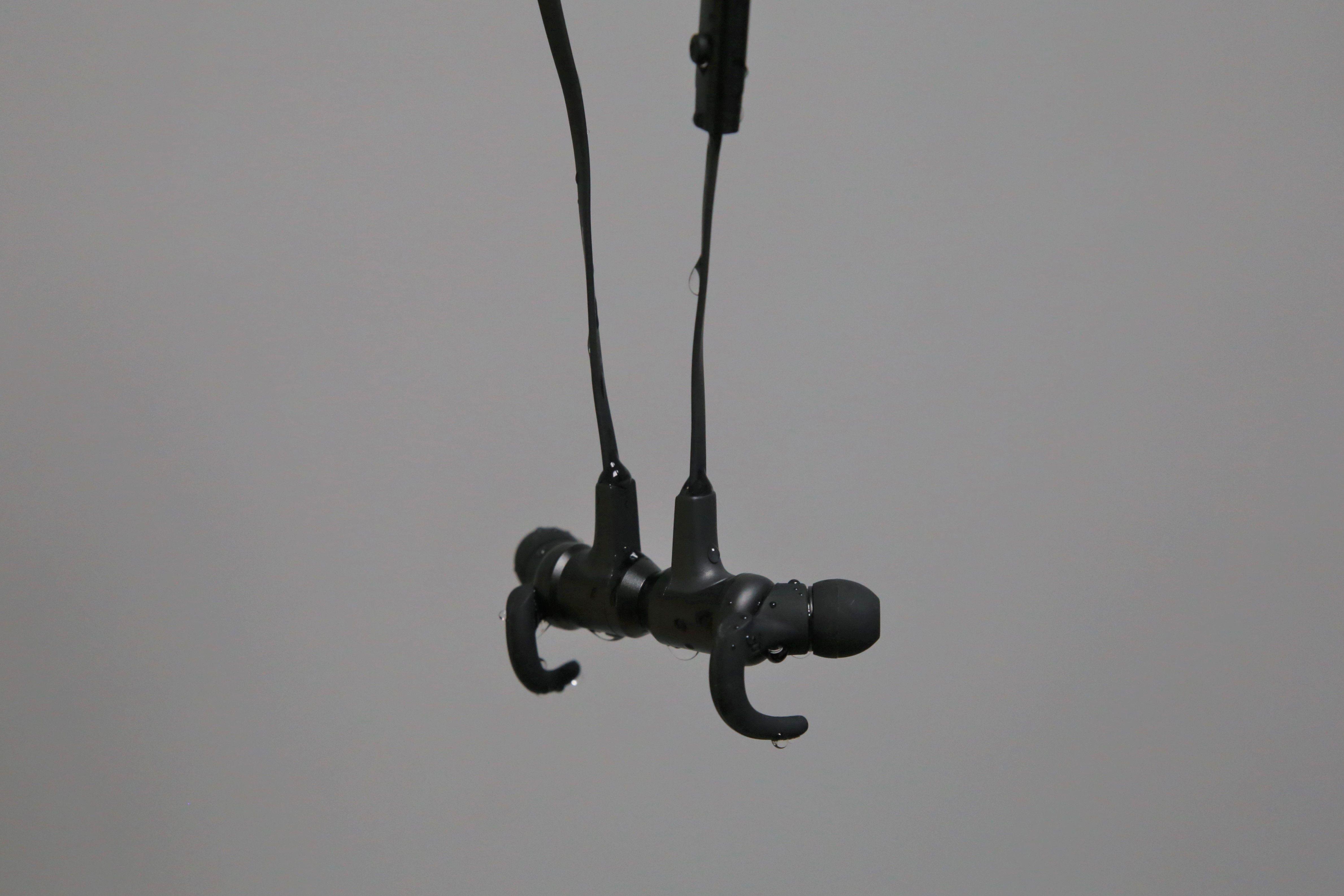 VAVA MOOV 28 磁吸藍牙耳機推薦 - 防水IPX6