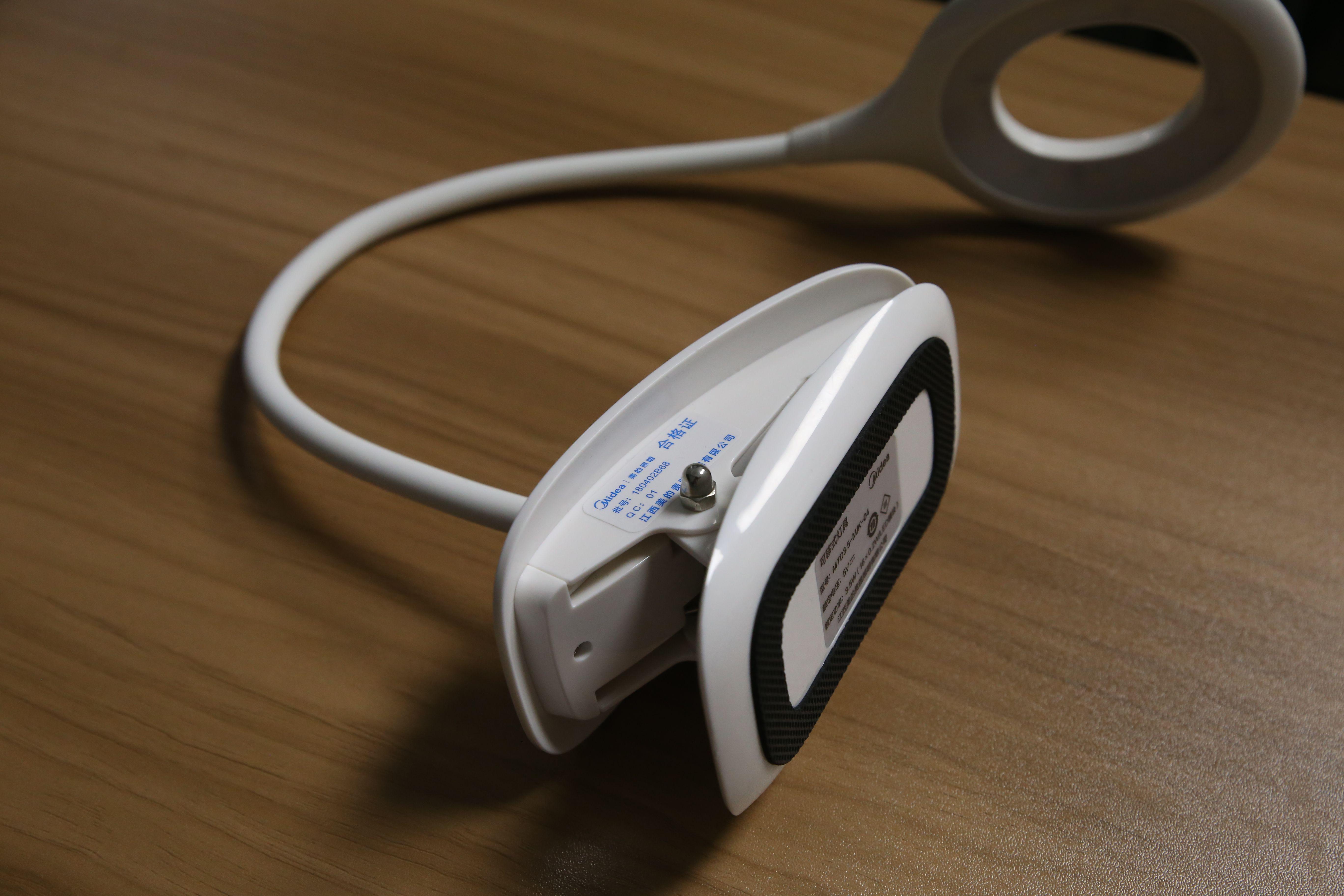 可夾可站、充插兩用、觸控三段亮度LED夾燈推薦 - Midea美的星環夾燈